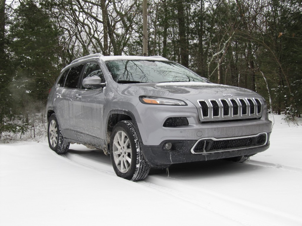 2014 jeep cherokee limited 4x4: gas mileage test with v-6