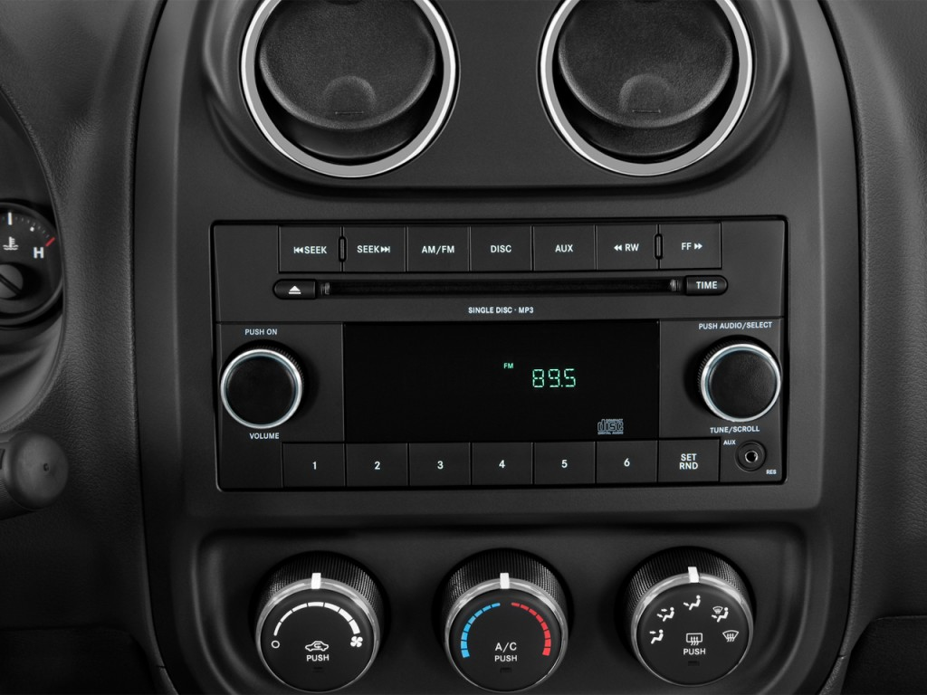 image 2014 jeep compass fwd 4 door sport audio system. Black Bedroom Furniture Sets. Home Design Ideas