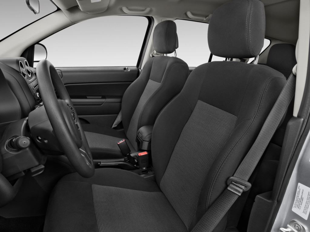 image 2014 jeep compass fwd 4 door sport front seats. Black Bedroom Furniture Sets. Home Design Ideas