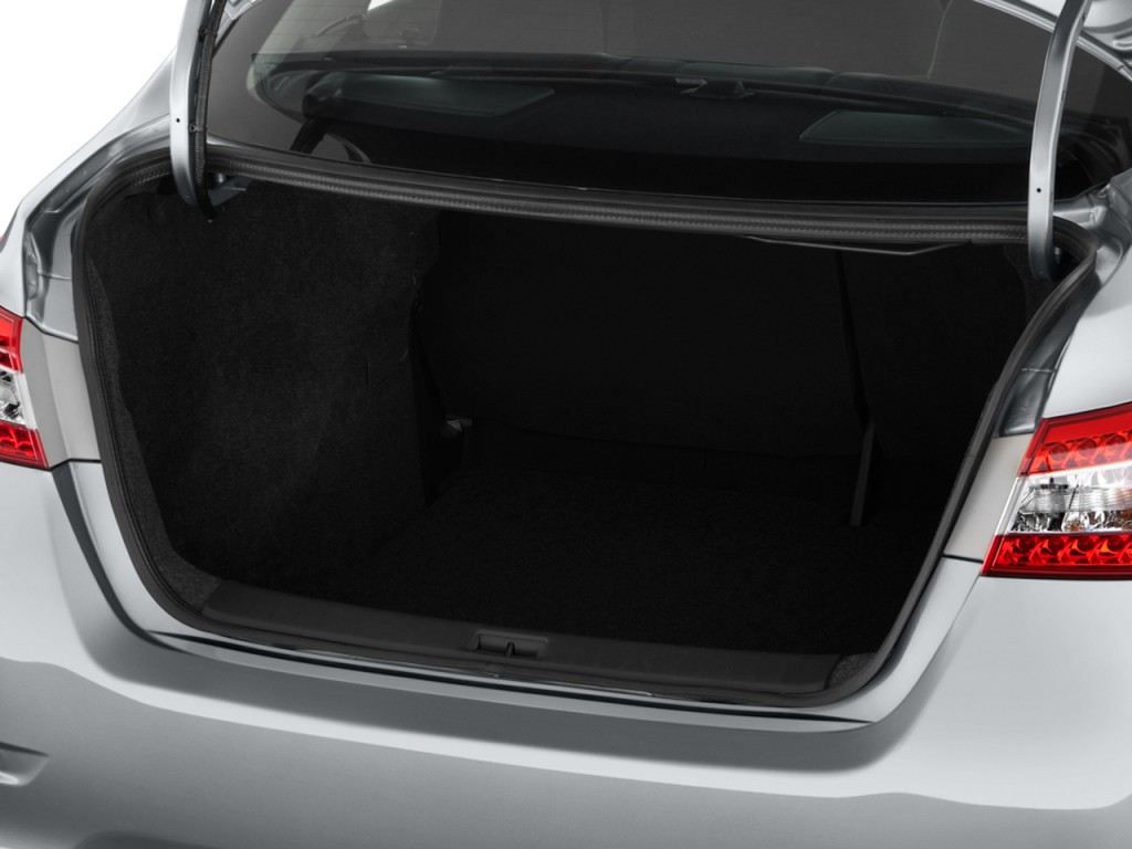 Image: 2014 Nissan Sentra 4-door Sedan I4 CVT SR Trunk ...