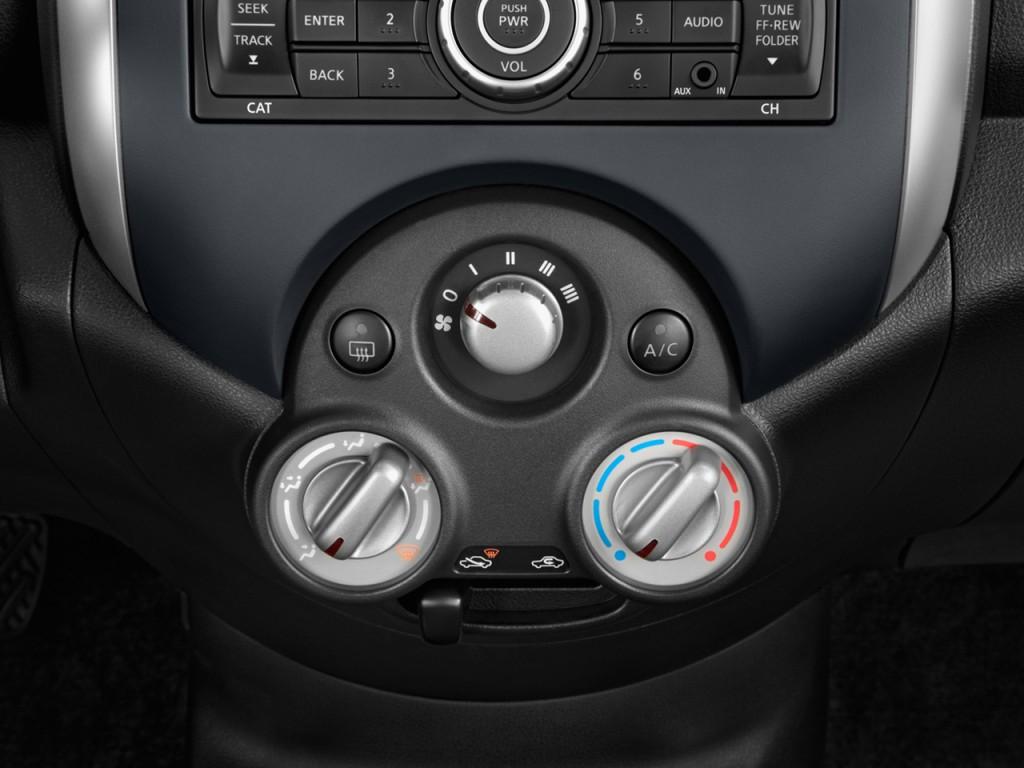 Image: 2014 Nissan Versa 4-door Sedan CVT 1.6 SV ...