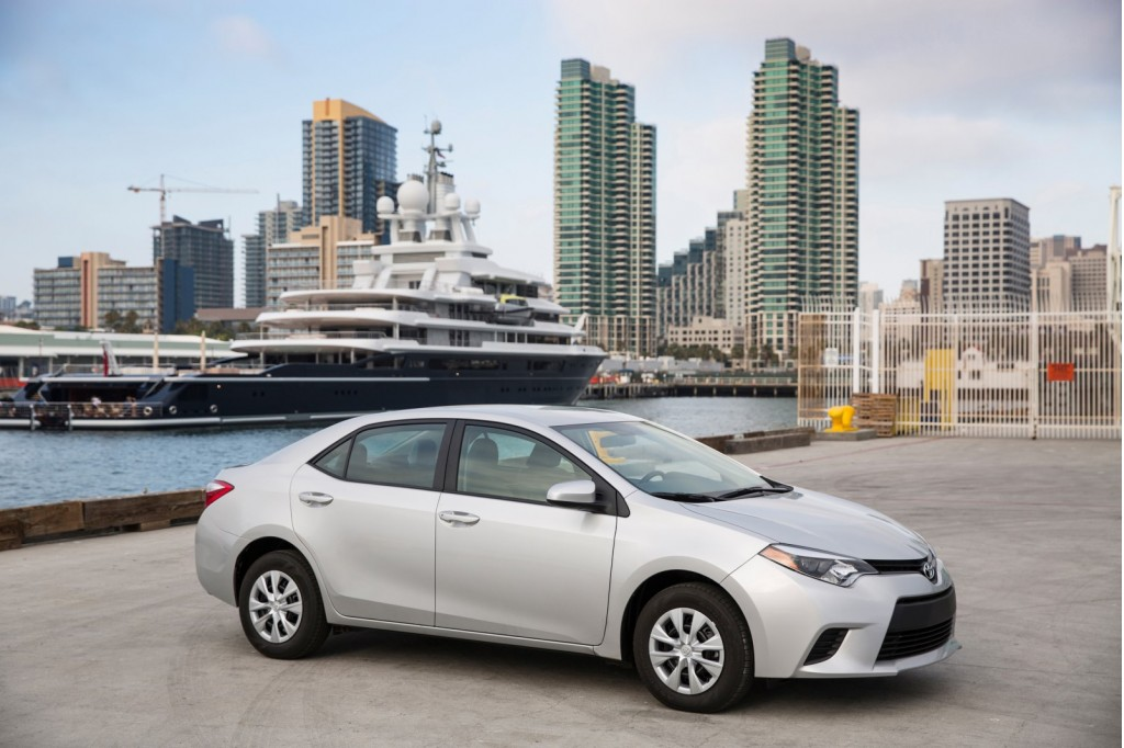 2014 Toyota Corolla Review, 2013u0027s Safest Cars, 2015 Audi Q7 Spied: Whatu0027s  New