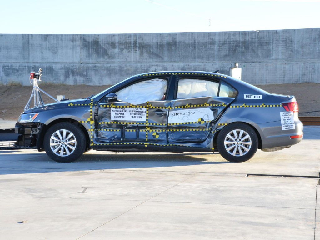 2014 Volkswagen Jetta Hybrid  -  federal side crash test