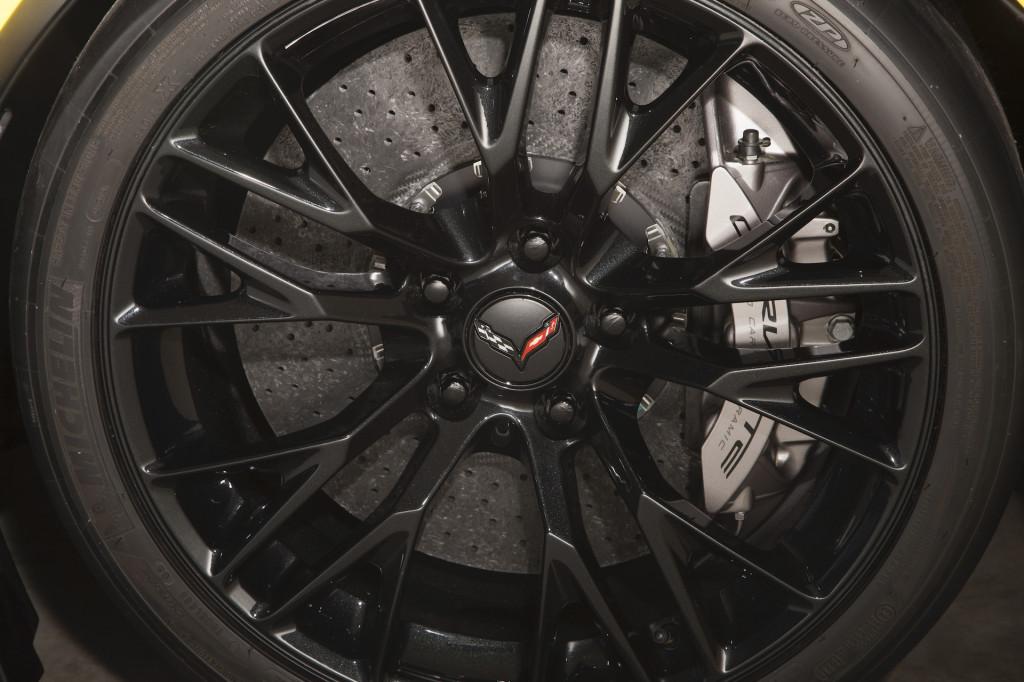 2015 Chevrolet Corvette Z06 carbon-ceramic brakes