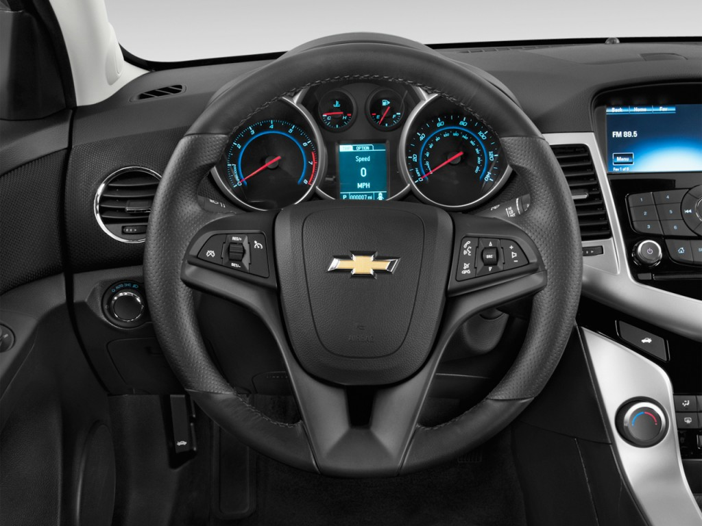 image 2015 chevrolet cruze 4 door sedan auto 1lt steering. Black Bedroom Furniture Sets. Home Design Ideas