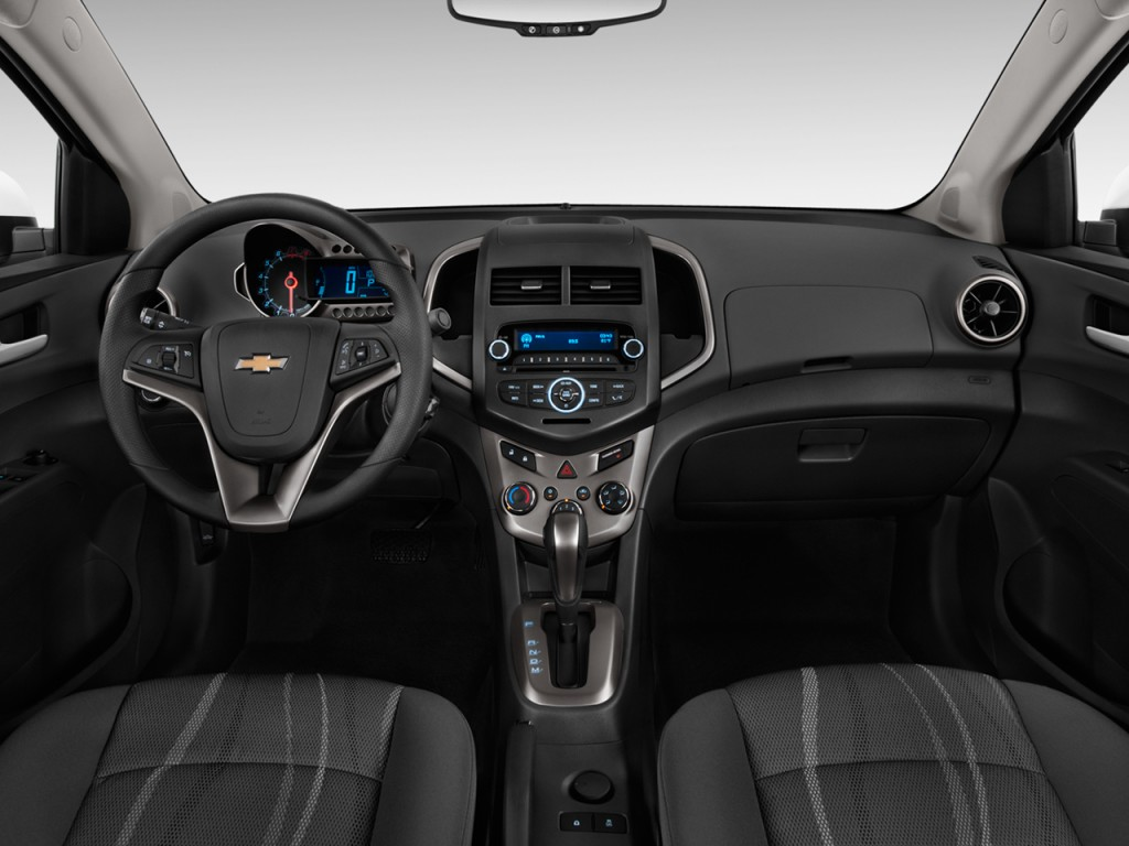 Image 2015 chevrolet sonic 4 door sedan auto lt dashboard - 2017 chevrolet sonic sedan interior ...