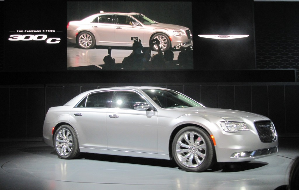 2015 Chrysler 300 unveiled at 2014 Los Angeles Auto Show