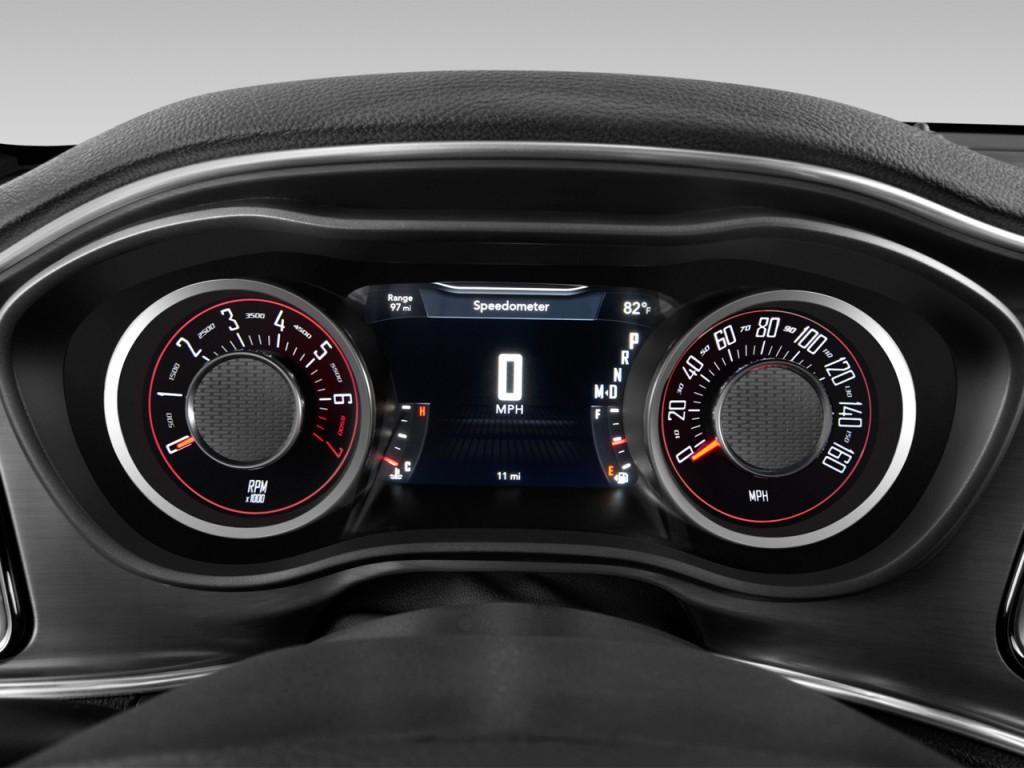 Image: 2015 Dodge Challenger 2-door Coupe SXT Instrument ...