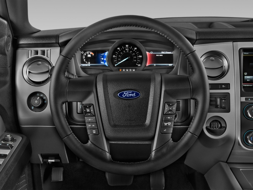 Image: 2015 Ford Expedition 2WD 4-door XLT Steering Wheel ...