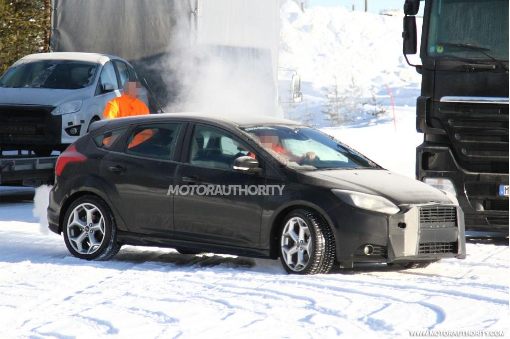 2015 Ford Focus RS development mule spy shots