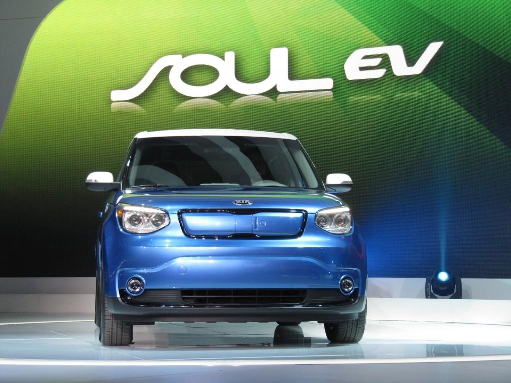 2015 Kia Soul EV launch at 2014 Chicago Auto Show
