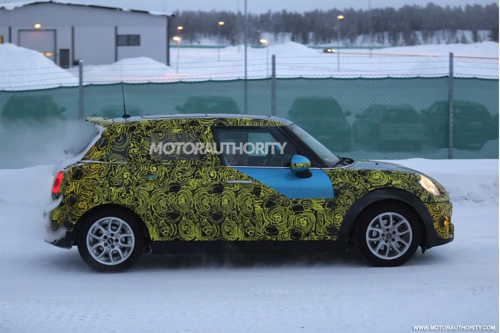 2015 MINI Cooper S five-door spy shots