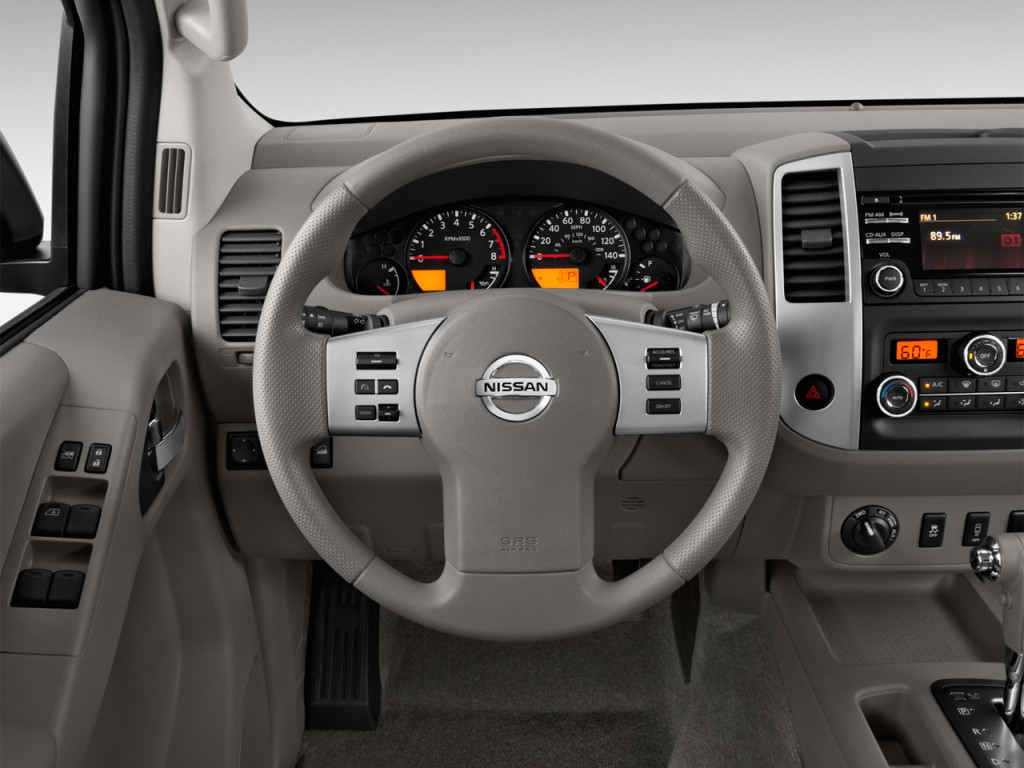 Image: 2015 Nissan Frontier 2WD Crew Cab SWB Auto SV ...