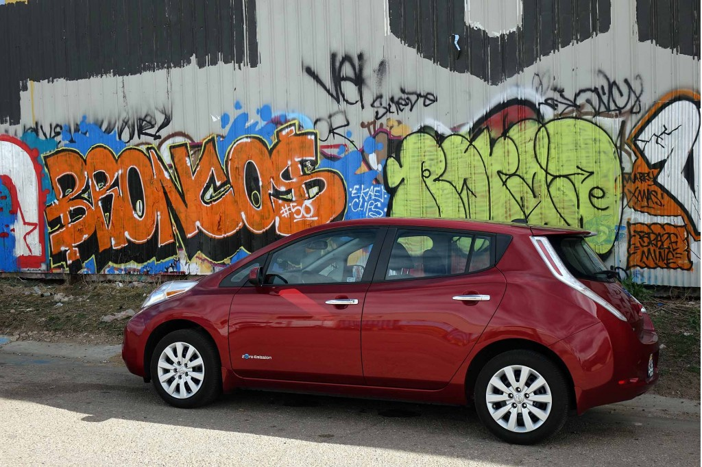 2015 Nissan Leaf, Denver, Colorado, Mar 2016  [photo: owner Andrew Ganz]