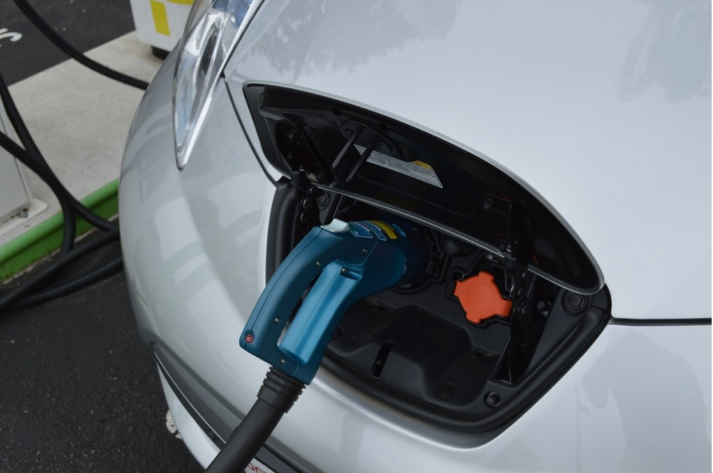 Image: 2015 Nissan Leaf with CHAdeMO fast-charging cable ...