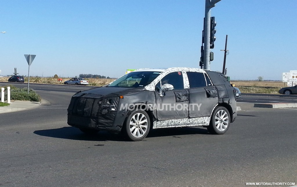 2015 small Buick crossover spy shots - Image via Justin Wages