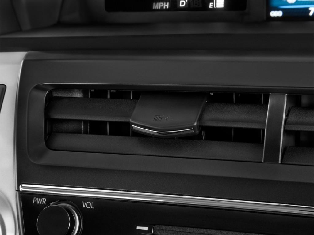 Image: 2015 Toyota Prius V 5dr Wagon Four (Natl) Air Vents ...