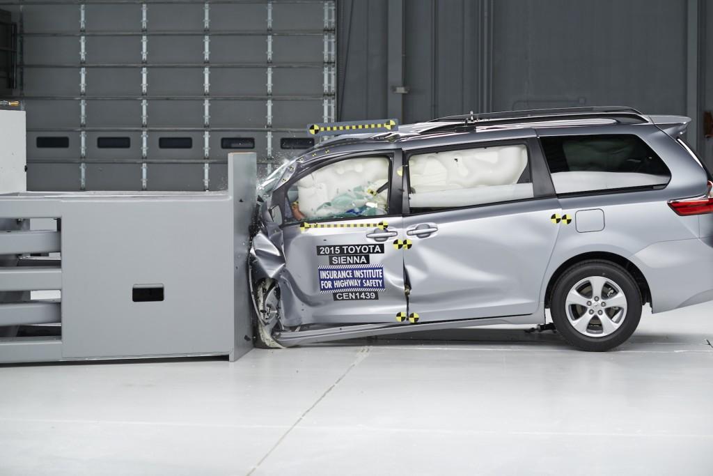 2015 Toyota Sienna IIHS small-overlap test