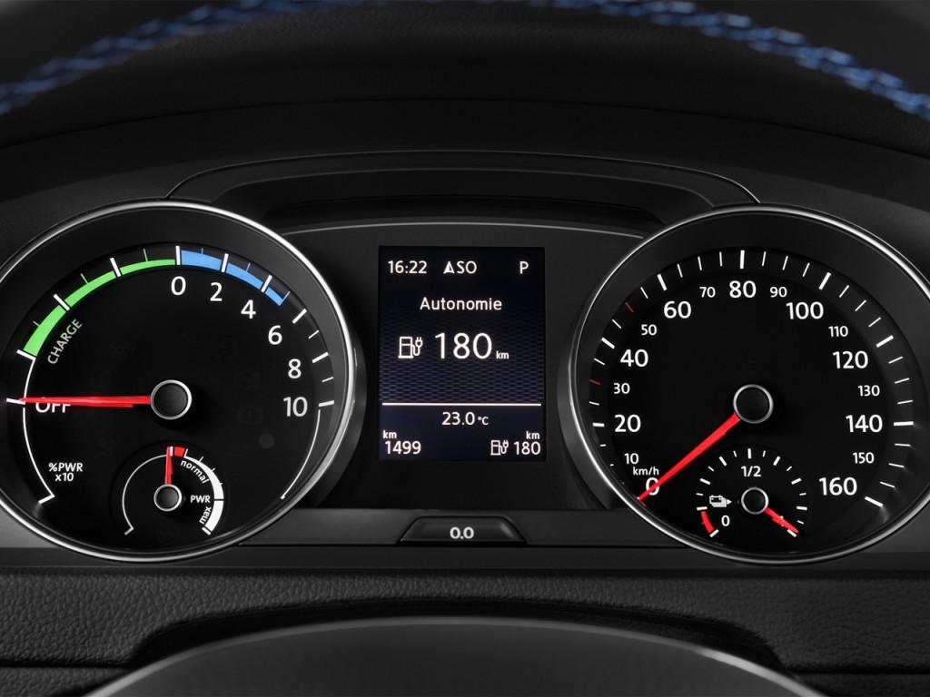 Image: 2015 Volkswagen e-Golf 4-door HB SEL Premium Instrument Cluster, size: 1024 x 768, type ...