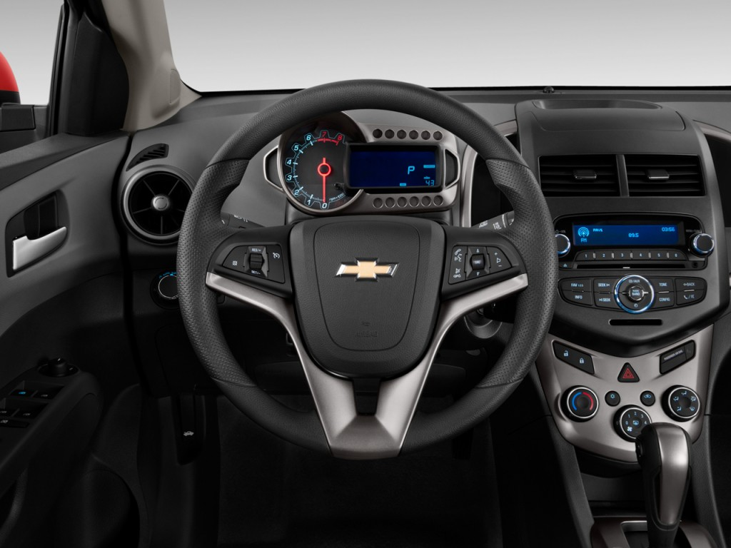 Image: 2016 Chevrolet Sonic 5dr HB Auto LT Steering Wheel ...