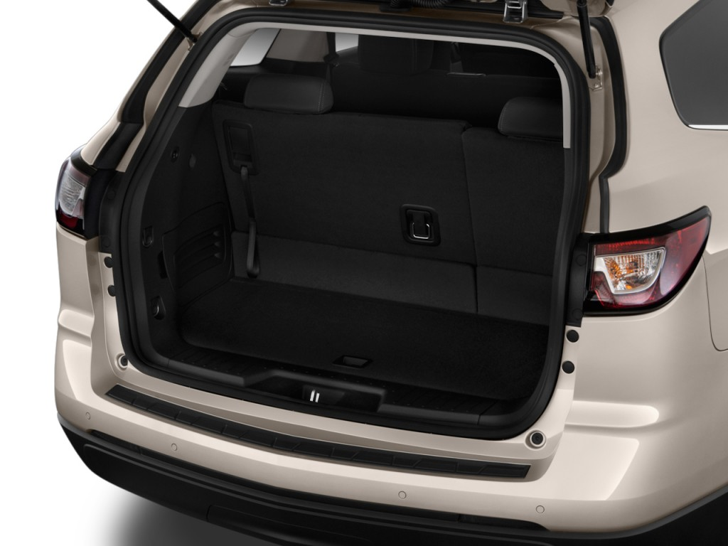 Image: 2016 Chevrolet Traverse FWD 4-door LT w/1LT Trunk ...