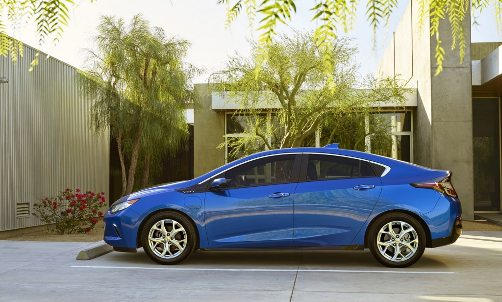 Epa Rates 2016 Chevrolet Volt Plug In Hybrid 42 Mpg 53 Miles Of Electric Range