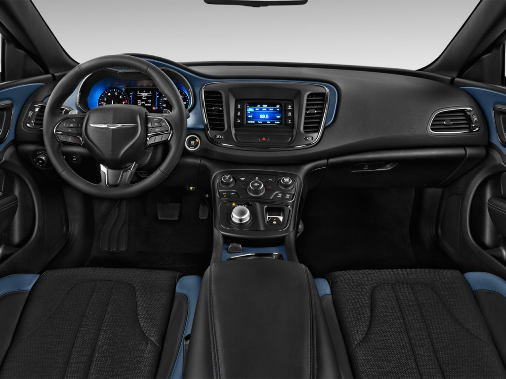 Image: 2016 Chrysler 200 4-door Sedan S FWD Dashboard ...