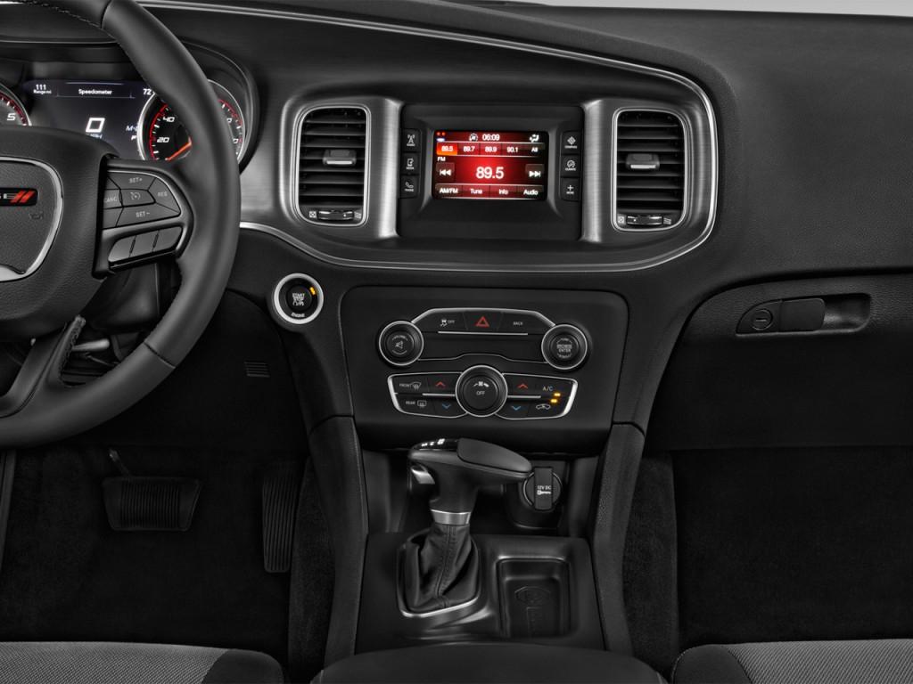 Image 2016 Dodge Charger 4 Door Sedan Se Rwd Instrument