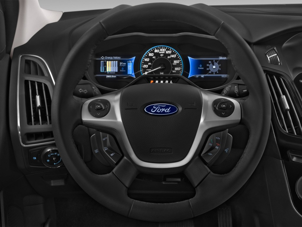 Image: 2016 Ford Focus Electric 5dr HB Steering Wheel ...