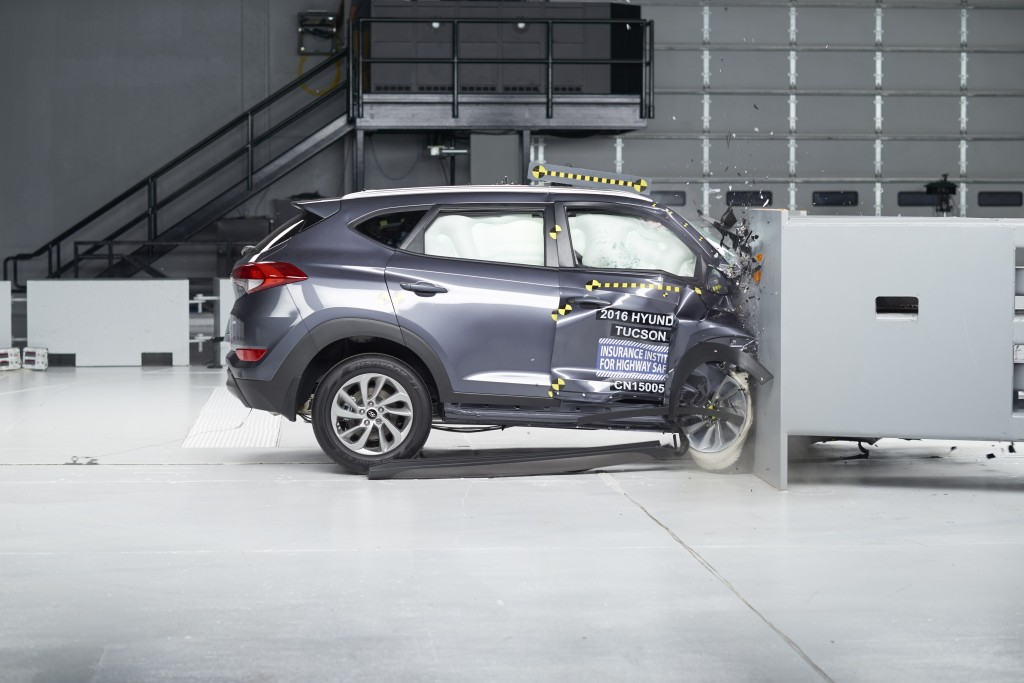 2016 Hyundai Tucson, IIHS small front overlap crash test