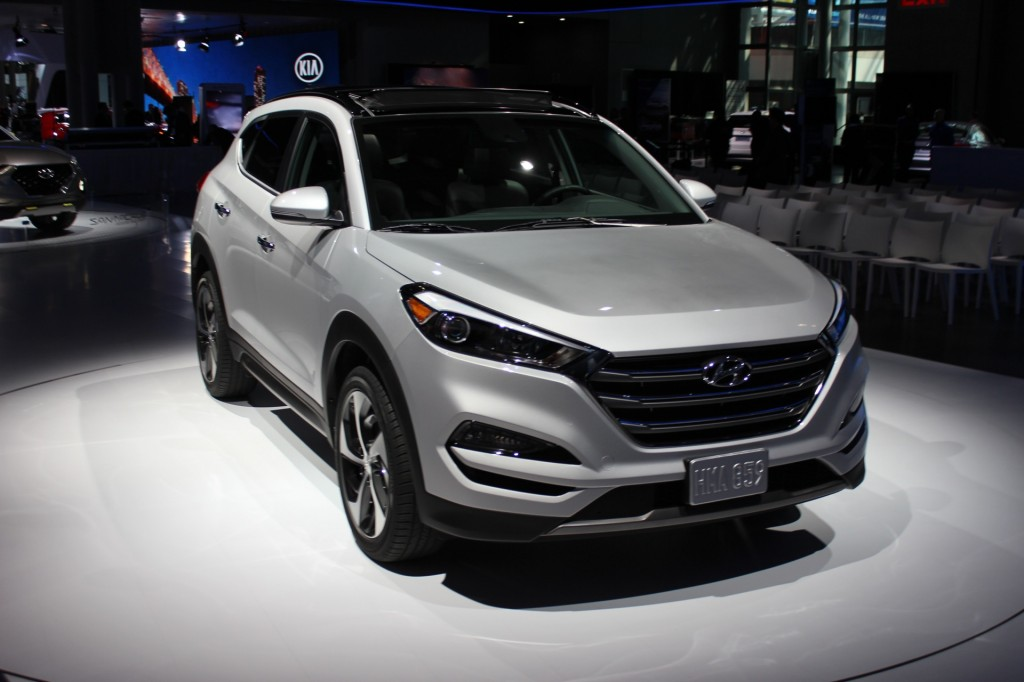 2016 Hyundai Tucson Toyota Rav4 Ford Taurus What S New The Car Connection