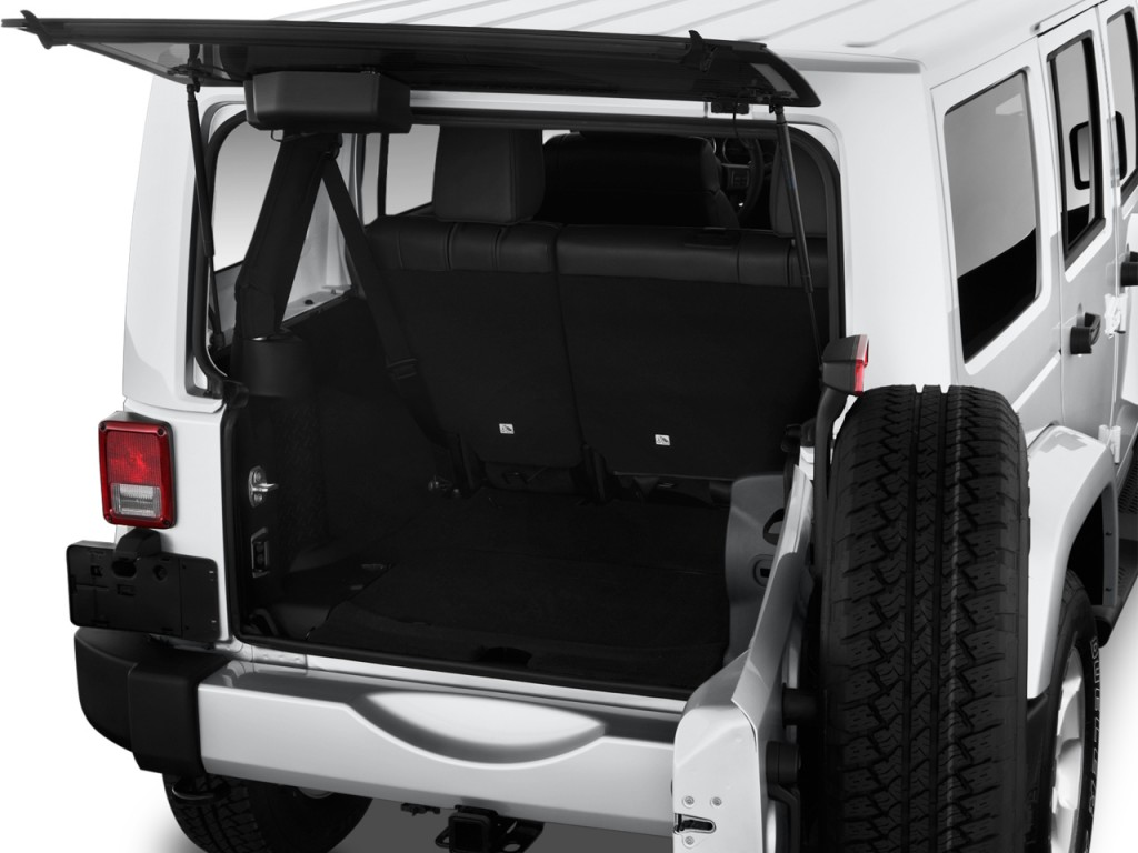 Image: 2016 Jeep Wrangler Unlimited 4WD 4-door Sahara ...