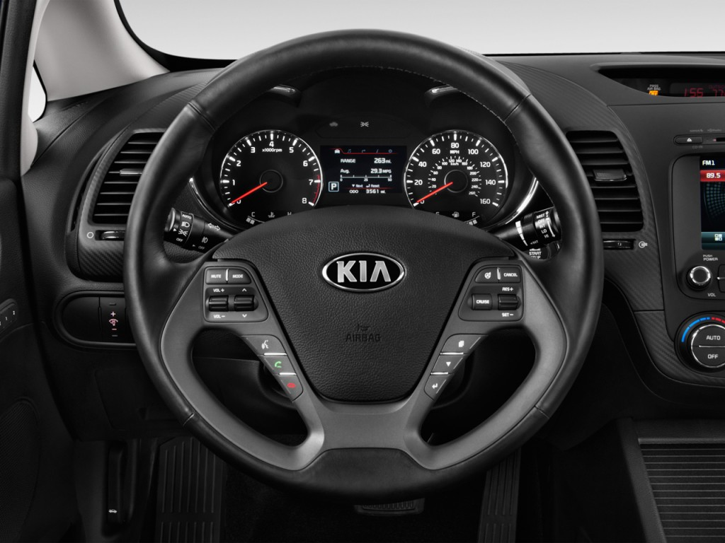 Image: 2016 Kia Forte 4-door Sedan Auto EX Steering Wheel ...