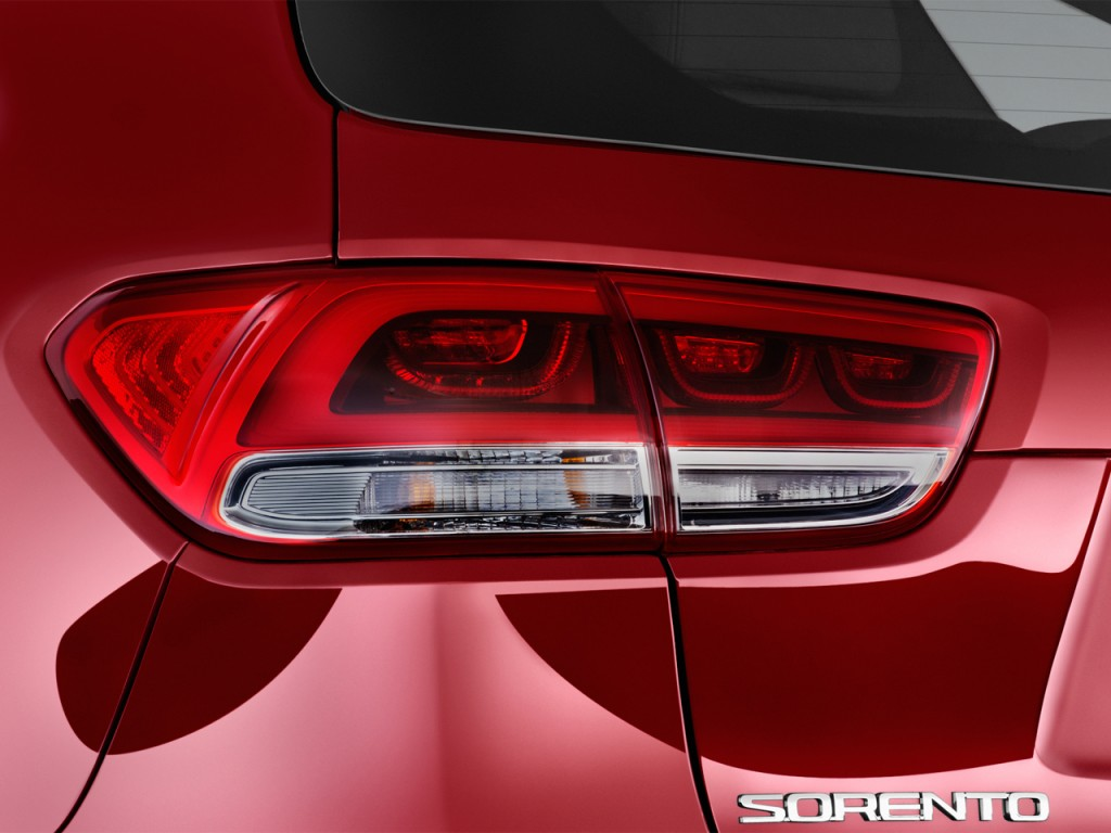 Image: 2016 Kia Sorento FWD 4-door 3.3L SX Tail Light ...