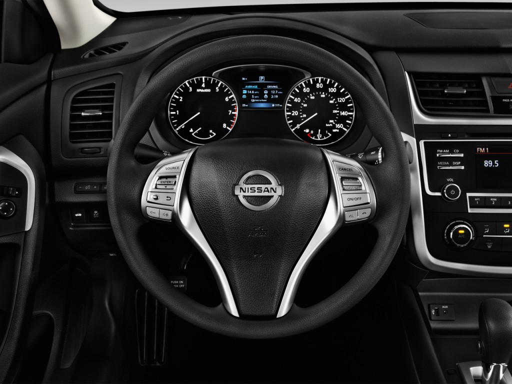 Image: 2016 Nissan Altima 4-door Sedan I4 2.5 S Steering ...