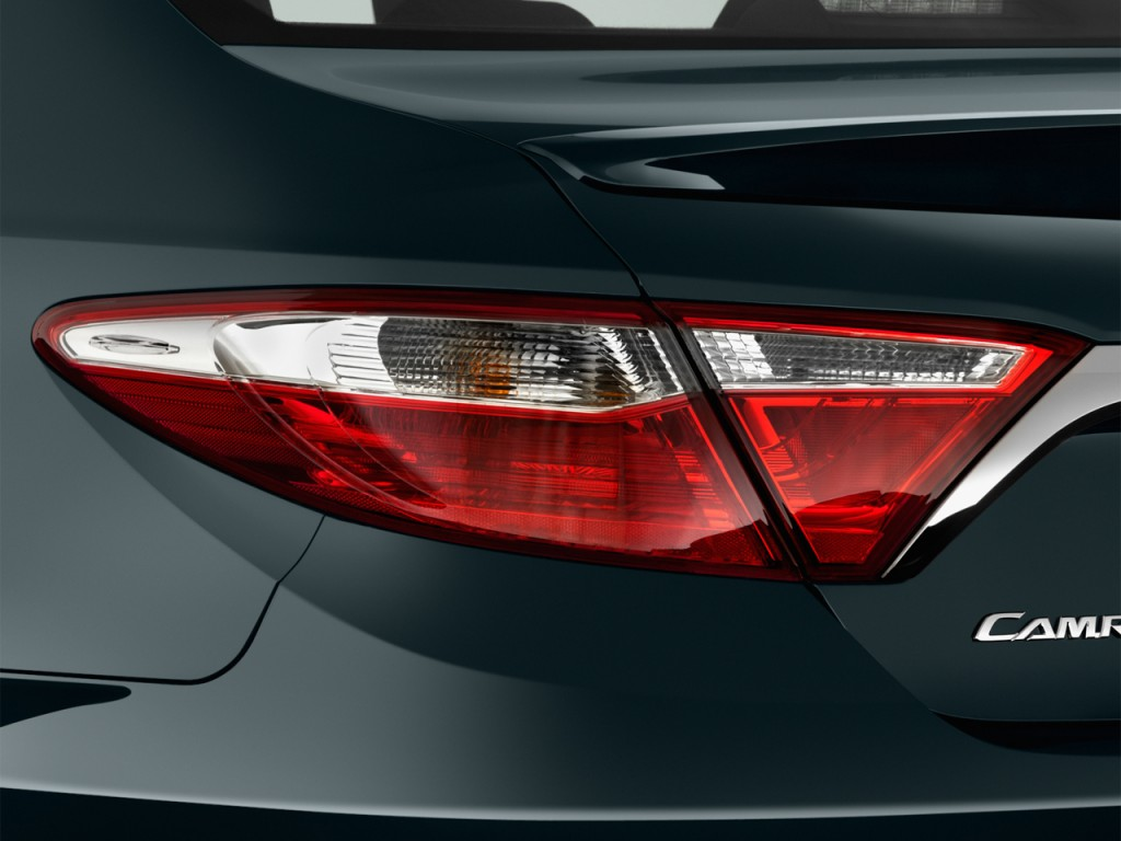 Image: 2016 Toyota Camry 4-door Sedan I4 Auto XSE (GS ...