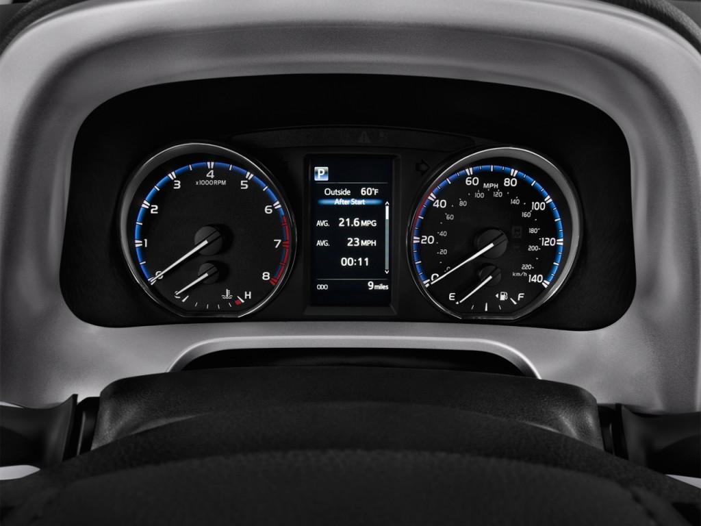 Image: 2016 Toyota RAV4 FWD 4-door XLE (Natl) Instrument ...