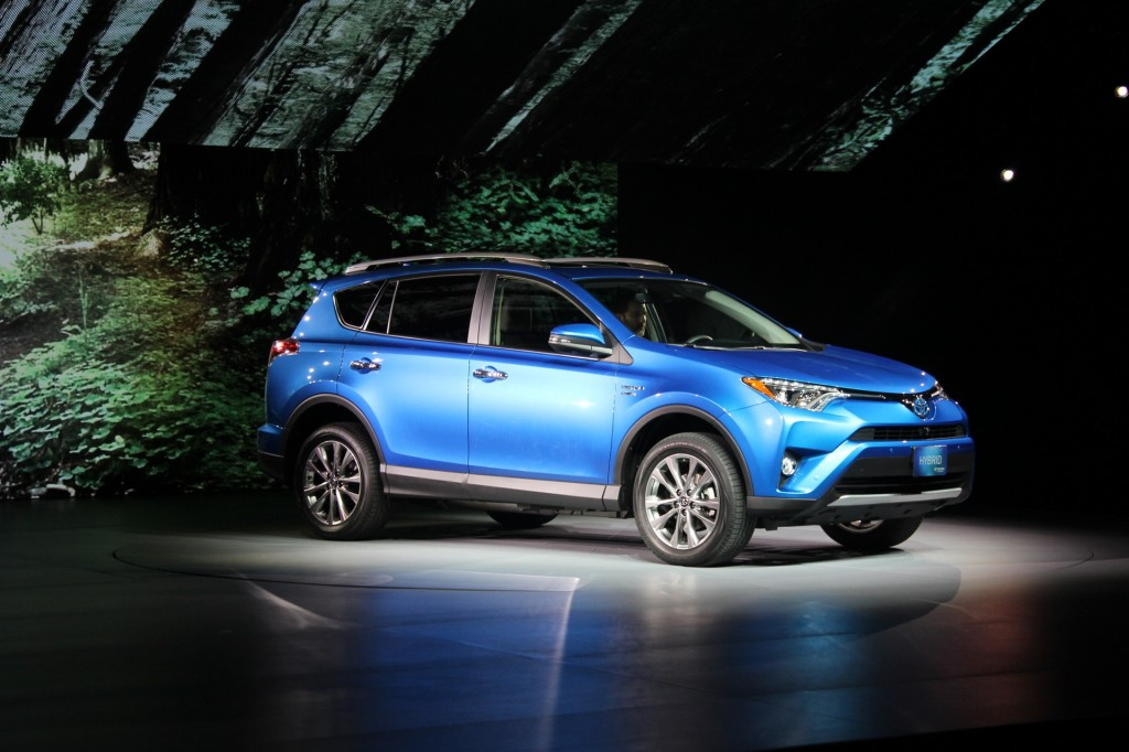 Meet the sub-$30,000 2018 Toyota RAV4 Hybrid
