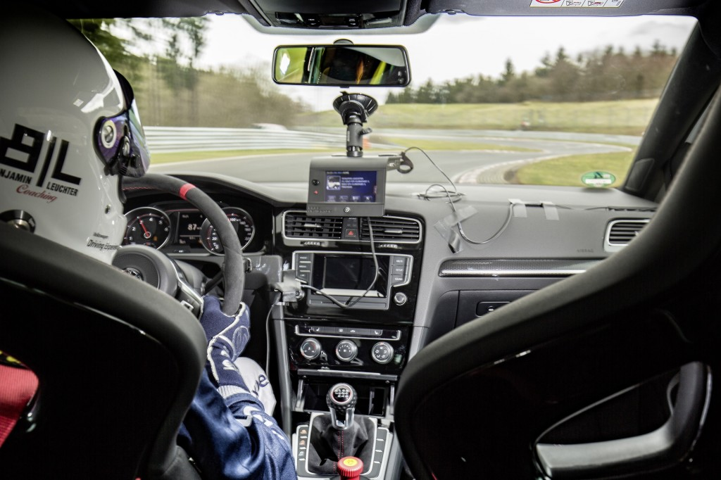 Vw Gti Clubsport S Smashes Its Own Nrburgring Lap Record