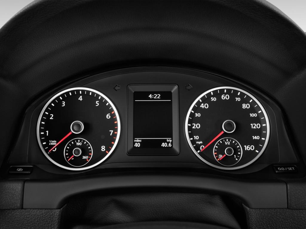 Image: 2016 Volkswagen Tiguan 2WD 4-door Auto S Instrument ...