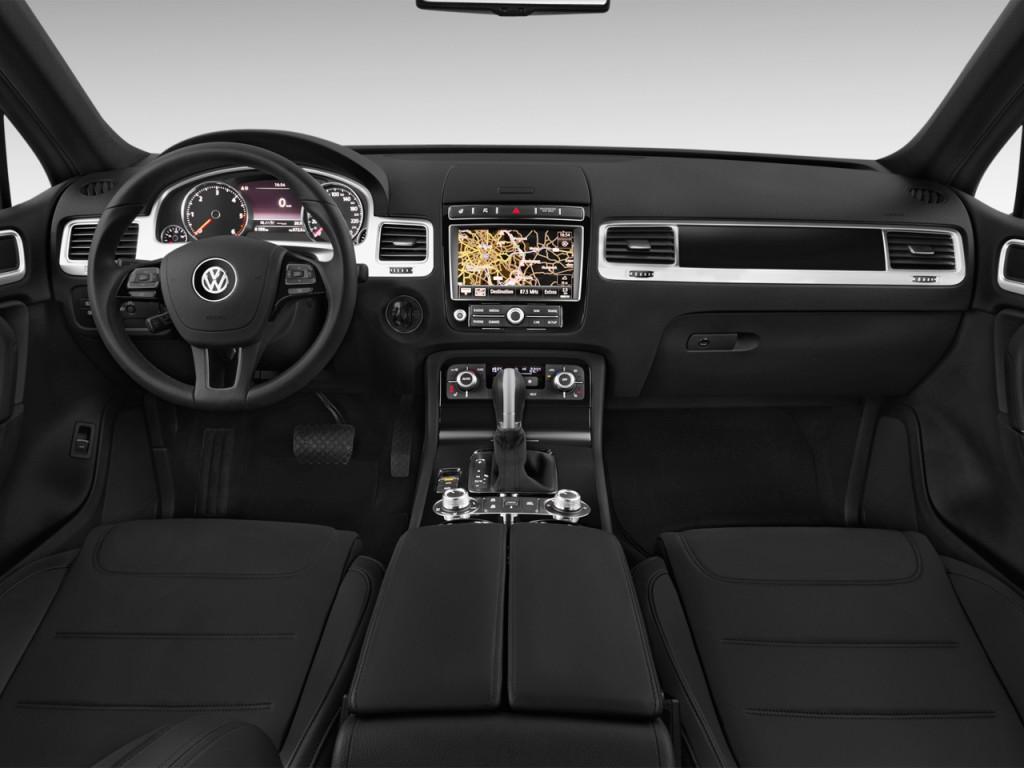 Image: 2016 Volkswagen Touareg 4-door TDI Lux Dashboard ...