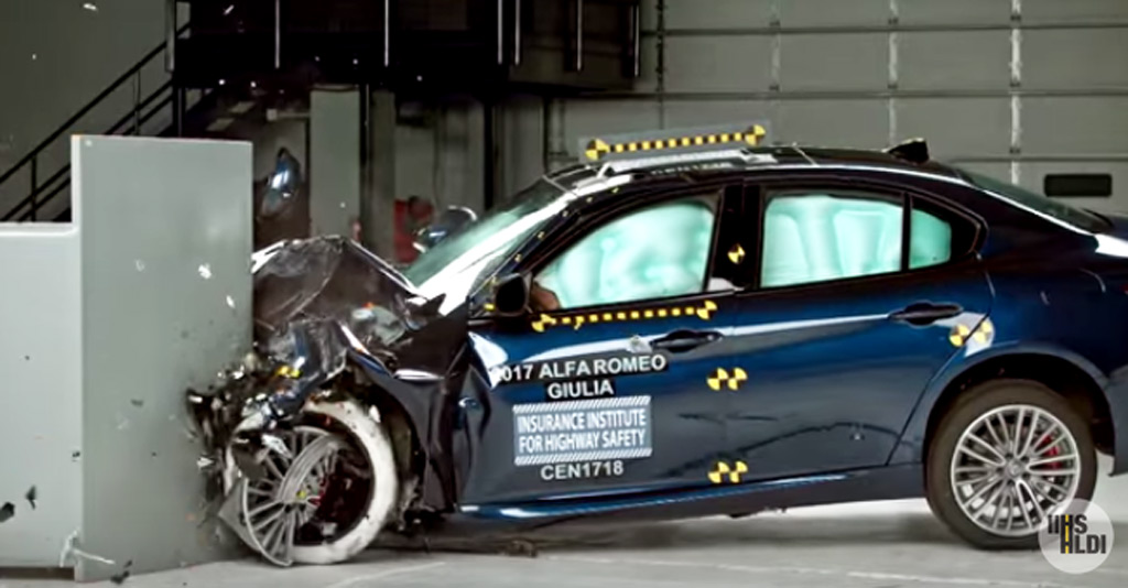 db5f88f214 2017 Alfa Romeo Giulia scores best safety rating from IIHS .