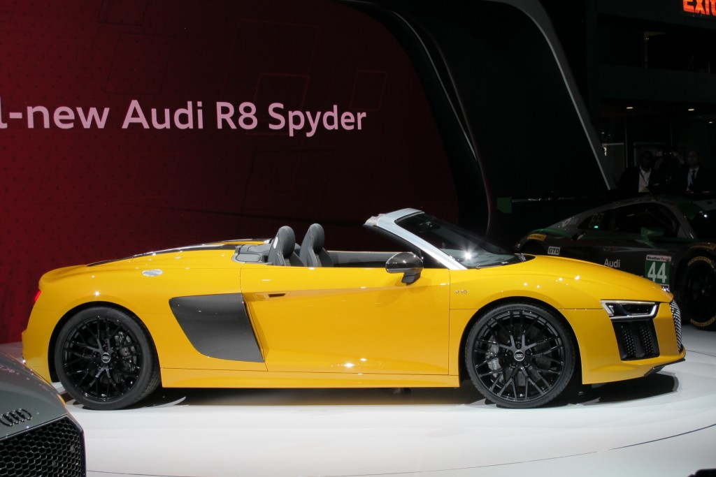 Audi R8 Spyder Swoops Into New York Auto Show