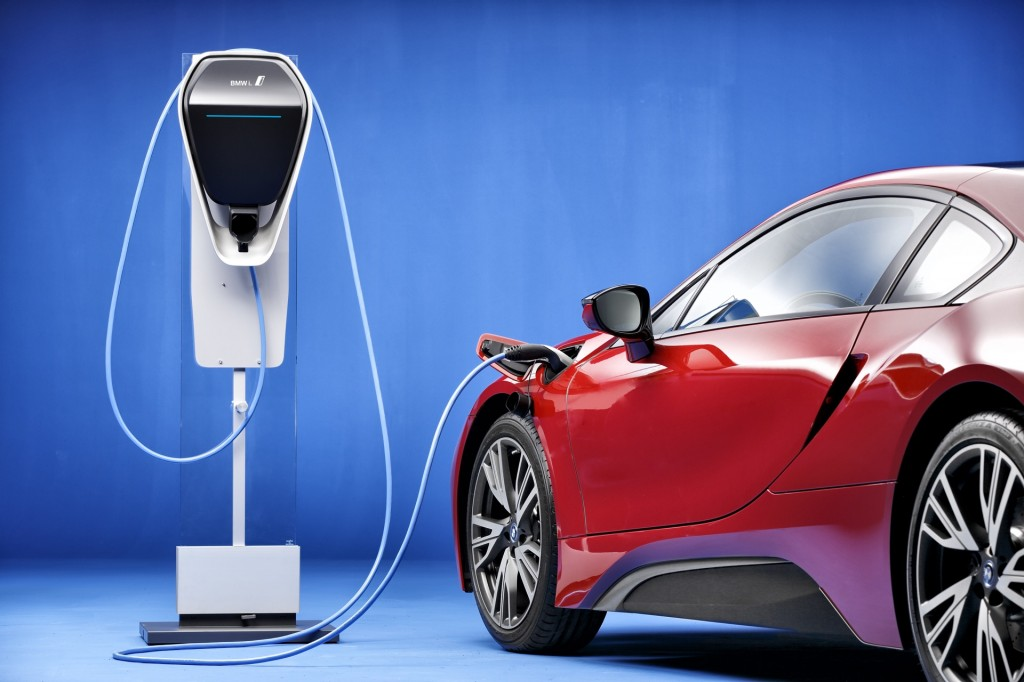 Image: 2016 BMW i8 with BMW Home Charger Connect charging ...