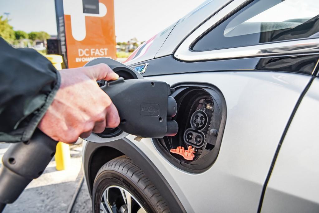 Chevy Bolt Ev Hyundai Ioniq Show Slow Confusing State Of Fast