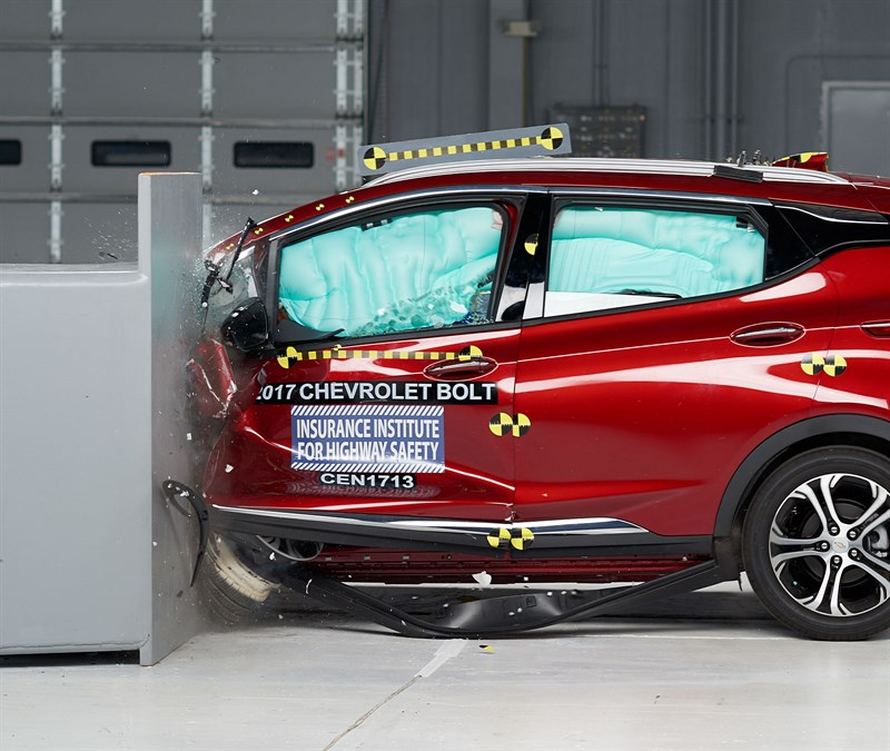 2017 Chevy Bolt EV earns Top Safety Pick rating by IIHS