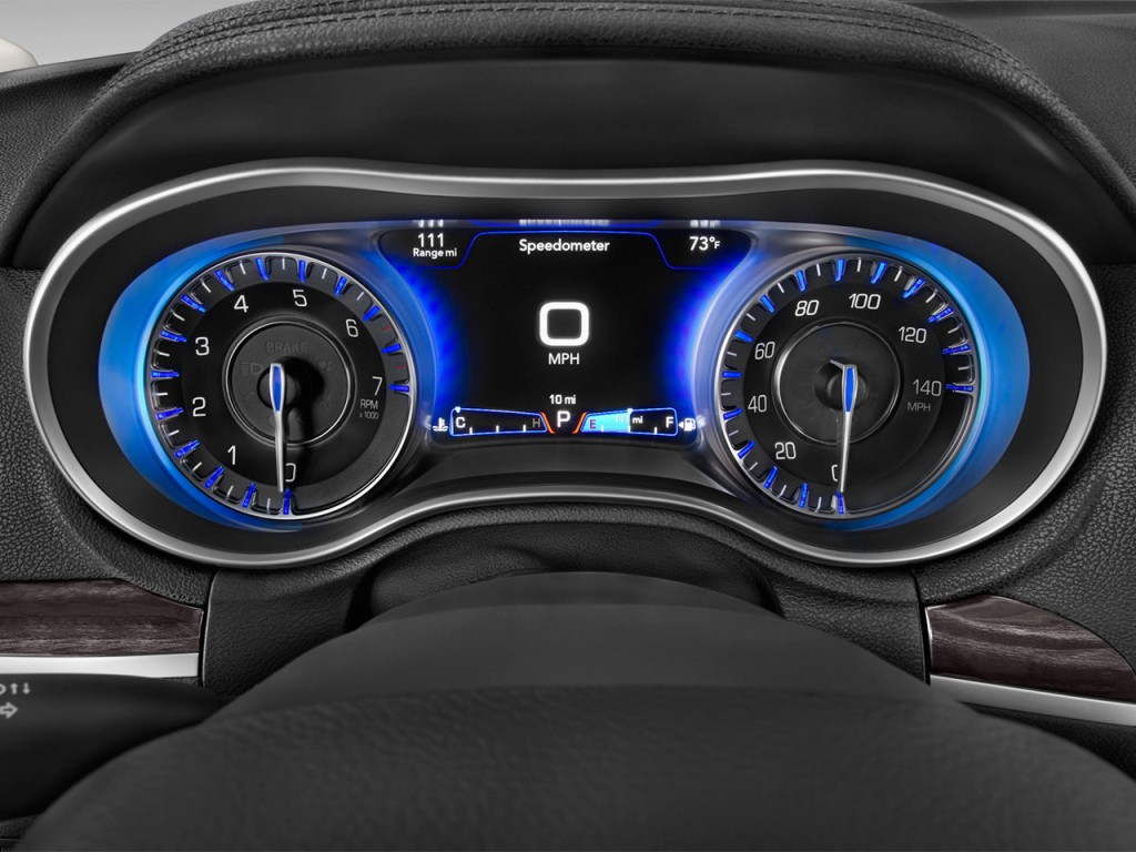 Image: 2017 Chrysler 300 Limited RWD Instrument Cluster ...