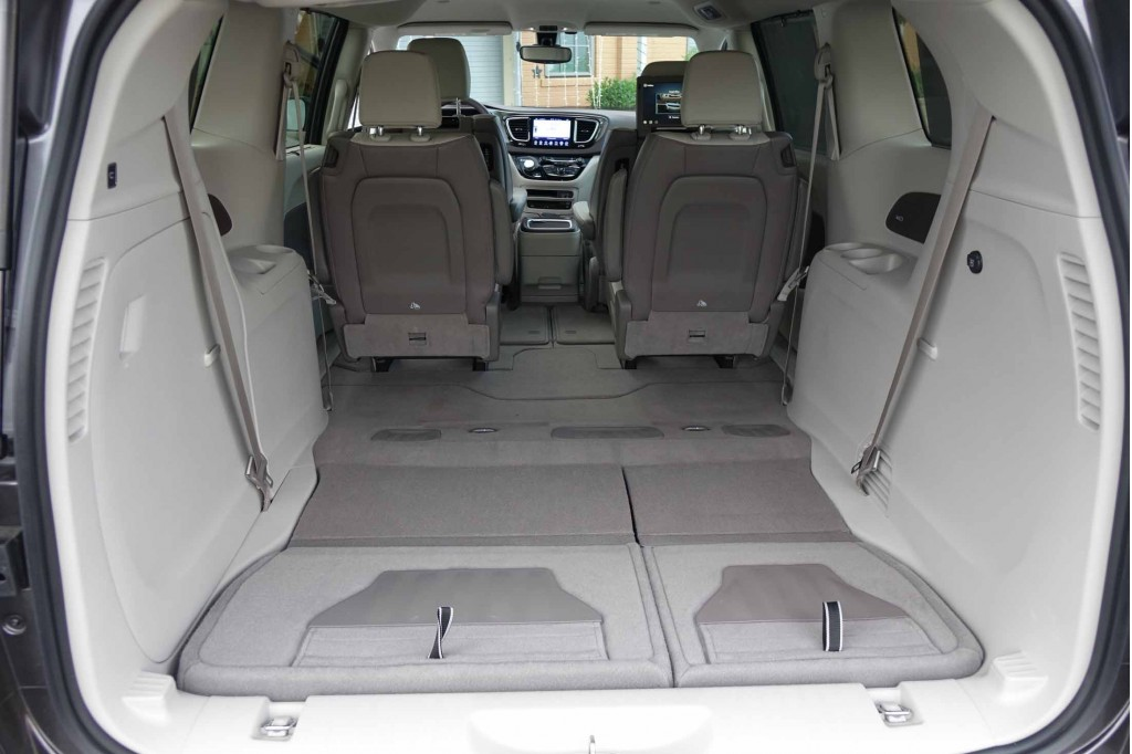 image 2017 chrysler pacifica touring l plus size 1024 x 682 type gif posted on june 6. Black Bedroom Furniture Sets. Home Design Ideas
