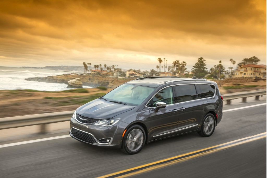 2017 Chrysler Pacifica Review Ratings Specs Prices And Photos The Car Connection