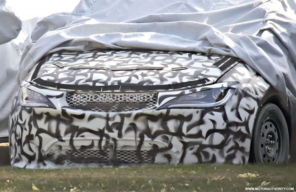 2017 Chrysler Town & Country spy shots - Image via S. Baldauf/SB-Medien